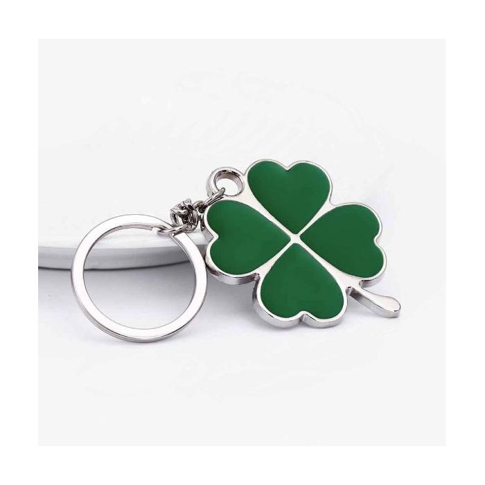 Porte-clé trèfle à quatre feuilles motifs cœurs